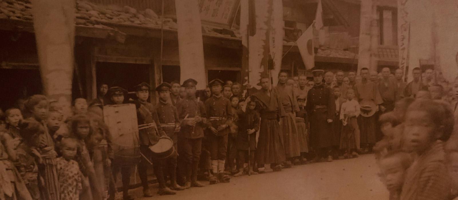 明治27年日清戦争時の店舗前での写真